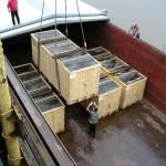 Utovar sanduka s cilindrom od 28 tona u brod